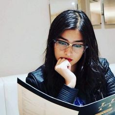 Always loved a cute girl with glasses - Fashion Trends Liza Soberano, Cute Girl With Glasses, Girl Glasses, Simple Girl, Womens Glasses, Celebs, Celebrities, Cute Woman, Cute Girls