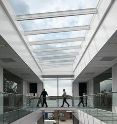 Modulaire lichtstraat Glass Handrail, Built Environment, Skylight, Blinds, Windows, Curtains, Building, Outdoor Decor, Home Decor