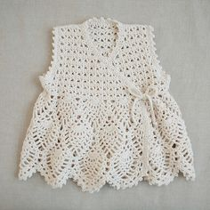 I love this kinda boho style vest. I imagine green or yellow trousers and a turtleneck underneath. I think my grandaughter hailey would like this Gilet Crochet, Crochet Vest Pattern, Crochet Baby Cardigan, Baby Girl Crochet, Crochet Baby Clothes, Newborn Crochet, Cotton Crochet, Knit Crochet, Crochet Patterns