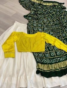 Dress Indian Style, Indian Fashion Dresses, Indian Designer Outfits, Girls Fashion Clothes, Fancy Dress Design, Fancy Blouse Designs, Stylish Dress Designs, Choli Designs, Lehenga Designs