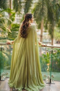 Elegant Mumbai Wedding With Beautiful Outfits. Muslim Wedding Dresses, Indian Gowns Dresses, Indian Fashion Dresses, Indian Wedding Outfits, Indian Designer Outfits, Asian Fashion, Fashion Women, Fashion Ideas, Engagement Dress For Bride