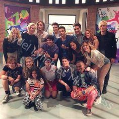 R5 with the cast of Violetta (R5 con el elenco de Violetta)