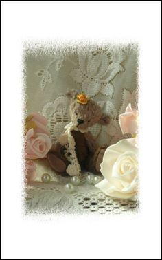 Flo, vintage style hand sewn art bear