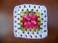 Resultado de imagem para tapete de croche com quadrados de flor para cozinha - Silvia ostroski Granny Square Crochet Pattern, Crochet Flower Patterns, Crochet Afghans, Crochet Squares, Crochet Granny, Crochet Motif, Crochet Designs, Crochet Stitches For Beginners, Crochet Videos
