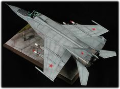 Kittyhawks MIG-25 build up and mini review.