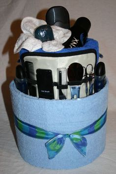 Mens Shaving/Towel Cake makes a great idea for an auction basket - or try with a manicure kit for the ladies! Gift Baskets For Him, Diy Gift Baskets, Gourmet Gift Baskets, Gourmet Gifts, Gifts For Coworkers, Fathers Day Gifts, Top 5 Christmas Gifts, Pamper Cake, Towel Cakes