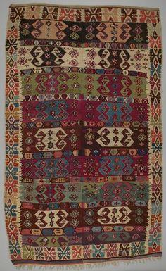 tapis kilim Turquie  DATE :1870 - 1900 DIMENSIONS :L 282 cm x W 166 cm