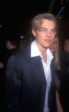 In honor of Romeo + Juliet's anniversary, here's a look back at what Leonardo DiCaprio and Claire Danes looked like at the 1996 Hollywood premiere. Beautiful Boys, Pretty Boys, Leonardo Dicapro, Jack Dawson, Young Leonardo Dicaprio, Romeo And Juliet, Celebs, Celebrities, Celebrity Crush