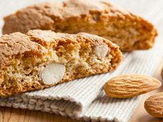 Uses grounds almonds and flour. A classic almond biscotti recipe, also known as cantuccini cookies. Almond Biscotti Recipe from Grandmothers Kitchen. Easy Cookie Recipes, Cookie Desserts, Sweet Recipes, Real Food Recipes, Dessert Recipes, Cookie Gifts, Italian Desserts, Italian Recipes, Italian Cookies