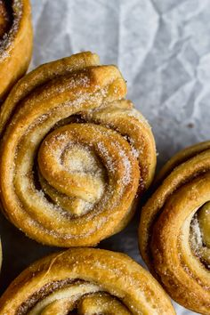 Cardamom & Clementine Cruffins - The Mother Cooker Brunch Recipes, Sweet Recipes, Breakfast Recipes, Breakfast Ideas, Xmas Food, Christmas Baking, Christmas Tea, Christmas Cakes, Christmas Desserts