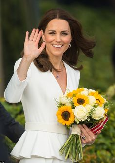17 July 2017 - Royal tour to Poland and Germany (day 1): Warsaw - dress by Alexander McQueen, shoes by Gianvito Rossi