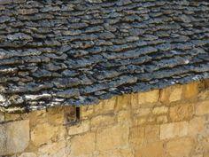 La pierre de lauze est typique des vieilles maisons de Sarlat-la-Canéda (Dordogne, France).