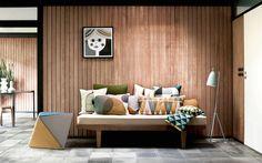 woonhome-scandinavisch-retro-vrolijke-kussens-hout-bankje-prints-nieuw-design
