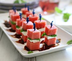 Watermelon and Feta Bites Appetizer Fruit Recipes, Summer Recipes, Appetizer Recipes, Appetizers, Cooking Recipes, Coctails Recipes, Dishes Recipes, Watermelon Recipes, Recipes Dinner
