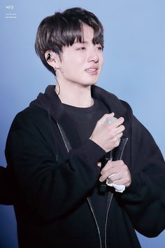 Don't cry jungkook ( unless ur really happy) if it's cuz of sadness, know that ARMY is here to love and support you 💜💜 사랑해 Taehyung, Bts Jungkook, Kim Namjoon, Seokjin, Jung Kook, Jung Hyun, Foto Bts, Bts Photo, Busan