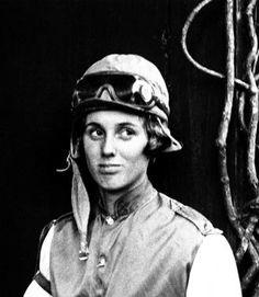 Crump, first female jockey, reflects on trail she blazed