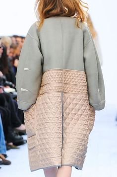 View all the detailed photos of the Chloe autumn (fall) / winter 2012 showing at Paris fashion week. Look Fashion, Fashion Details, Street Fashion, Runway Fashion, High Fashion, Fashion Beauty, Winter Fashion, Womens Fashion, Fashion Design