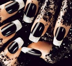 Cool 20 Simple Black Nail Art Design Ideas http://www.designsnext.com/?p=31970