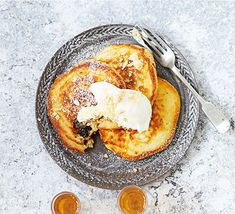 Fill American-style pancakes with mincemeat for a seasonal treat. They're perfect for brunch over the festive period, or even an indulgent Christmas Day breakfast Christmas Brunch, Christmas Breakfast, Christmas Menus, Diy Christmas, Xmas Food, Christmas Cooking, Christmas Recipes, Pancake Recipe Bbc, Brunch Recipes