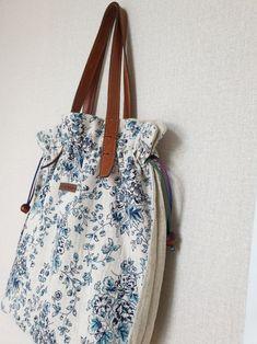 큰사이즈 버킷백 만들기 : 네이버 블로그 Japan Bag, Quilted Bag, Bucket Bag, Sewing Projects, Quilts, Tote Bag, Fabric, Cotton, Crafts