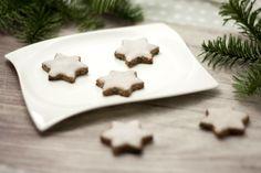 Diesmal gibt es Weihnachtsplätzchen mit den Chia Samen, dem sogenannten Superfood. Außerdem sind sie low carb, vegan und glutenfrei.