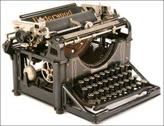 The Underwood typewriter was the first widely successful, modern typewriter. It appeared on the market in 1896 and soon would outsell all others. Modern Typewriter, Typewriter For Sale, Antique Typewriter, Vintage Suitcases, Vintage Luggage, Vintage Typewriters, Vintage Items, Underwood Typewriter, Writing Machine