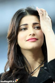 Page 35 of CCL 4 Kerala Strikers Vs Veer Marathi Match Gallery Shruti Hassan Saree, Shruti Hassan Images, Shruti Hassan Wallpapers, Beautiful Bollywood Actress, Most Beautiful Indian Actress, Beautiful Actresses, Deepika Hairstyles, Beautiful Girl In India, Beautiful Models