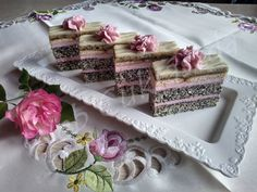 Julianna szelet Diy Food, Vanilla Cake, Tiramisu, Decorative Boxes, Food And Drink, Sweets, Tableware, Ethnic Recipes, Poppy