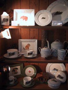 """collection """"Montagne"""" , salon Maison et objet, FRAGILE by Patricia Deroubaix. Peint à la main; #ALPES#montagne#ours#chalet"""