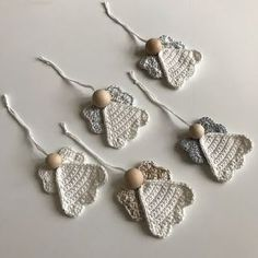 Best 11 Louise's verden: Julens hæklerier Crochet Christmas Decorations, Christmas Crochet Patterns, Crochet Christmas Ornaments, Holiday Crochet, Crochet Snowflakes, Christmas Knitting, Christmas Angels, Christmas Crafts, Tree Decorations