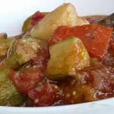 PUTTANAIO ~ Regione di appartenenza: Toscana ~ Categoria di appartenenza: Piatti e contorni a base di verdura ~ Ingredienti: peperoni verdi, patate, melanzane, sedano, carota, cipolla, pomodori , zucchine, olio extravergine d'oliva, prezzemolo, rosmarino, timo o basilico, aglio , sale ~ Preparazione: https://www.facebook.com/photo.php?fbid=218425491680613&set=a.210358612487301.1073741828.210336982489464&type=1&theater