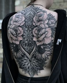 50 of the Most Beautiful Mandala Tattoo Designs for Your Body & Soul - awesome back floral mandala tattoo © tattoo artist Laura Weller ❤🌺❤🌺❤🌺❤ # - Mandala Tattoo Back, Floral Mandala Tattoo, Mandala Tattoo Design, Tattoo Designs, Floral Back Tattoos, Girl Back Tattoos, Stomach Tattoos Women, Body Art Tattoos, Back Tattoo Women Full