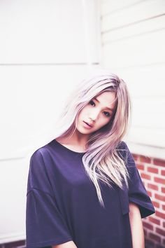 Love that pale blonde with washed out lavender. Pale Blonde, Fashion Wallpaper, Ulzzang Girl, Pretty People, Girl Hairstyles, Asian Beauty, Pretty Girls, Girl Fashion, Hair Color