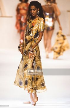 A model walks the runway at the Valentino Ready to Wear Spring/Summer 1991 fashion show during the Paris Fashion Week on October, 1990 in Paris, France. Kid Capri, Reggie Watts, Almost Famous, African Beauty, Kandi, Valentino Garavani, Fashion Show, Paris Fashion, Celebrity News