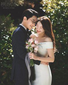 Korean Actresses, Korean Actors, Actors & Actresses, Pre Wedding Photoshoot, Wedding Poses, Wedding Dresses, Drama Korea, Korean Drama, Penthouse Pictures