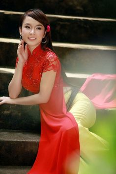 Ao Dai Ren Da - RD581 / If you visit Vietnam, why don't visit our store, we'll happy to show you how the dress was made :) / http://aodaihoanguyen.com/ao-dai/ao-dai-ren-da/chi-tiet/2752-ao-dai-ren-da-rd581#.UH7uP6NKY80