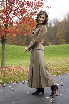 #Modest doesn't mean frumpy. www.ColleenHammond.com #style #fashion  Classy on Sunday // Brown Plaid 'N Lace