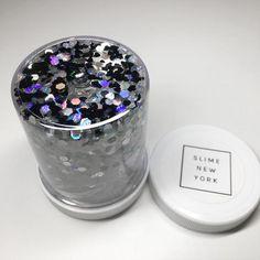 beautiful pinkish-purple clear slime with glitter. Diy Crafts Slime, Slime Craft, Cara Membuat Slime, Glitter Slime, Metallic Slime, Glitter Toms, Glitter Hair, Glitter Gel, Slime Names