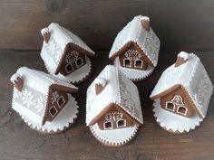 Perníkové • chaloupky Christmas Cookies Gift, Christmas Gingerbread House, Christmas Sweets, Gingerbread Man, Holiday Baking, Christmas Baking, Ginger House, Xmas Food, Cookie Gifts
