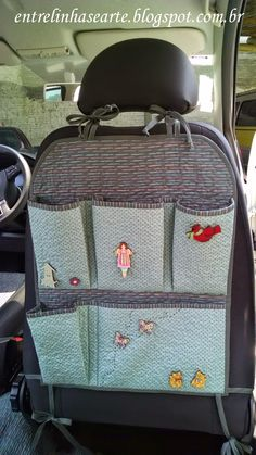 Linhas e Arte: Porta-Trecos para o Carro em PatchworkEntre Linhas e Arte: Porta-Trecos para o Carro em Patchwork Sewing Hacks, Sewing Tutorials, Sewing Patterns, Fabric Crafts, Sewing Crafts, Sewing Projects, Car Seat Organizer, Car Organizers, Diy Bebe