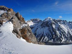 Horcada de los Grajos (1.994 m) con el macizo oriental en frente @Picos_de_Europa