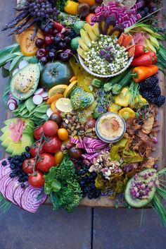 A big + beautiful platter of super colorful crudite to help you beat the heat. Throwing a dinner party in the heat of NYC summer is awesome when it comes to ser