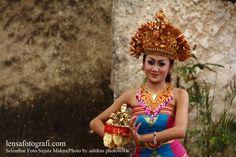a Balines dancer in action