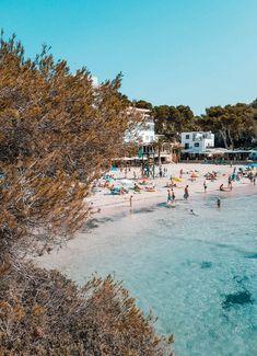 So schön ist die Cala Santanyi im Südosten Hotels, Beaches, Dolores Park, Travel, Del Mar, Blue Flag, Deep Blue Sea, Beach Tips, Learn To Scuba Dive
