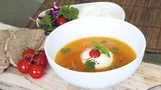 Zuppa di peperoni con burrata Lidl, Tofu, Thai Red Curry, Quinoa, Avocado, Ethnic Recipes, Lawyer