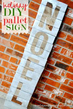Tutorial on putting together a rustic holiday sign from a pallet.