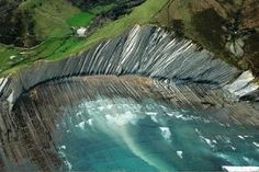 Flysh of Zumaia, Basque country, north of Spain Road Trip Pays Basque, Wonderful Places, Beautiful Places, Beach Activities, Biarritz, Basque Country, Winter Camping, Geology, Places To See