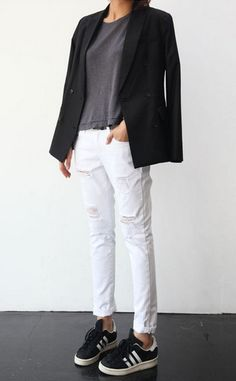 white jeans and a blazer so easy and pulled together
