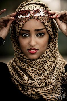 I have included the best simple hijab styles in my post which can be adopted easily. Those looking for a simple hijab style don't need to go anywhere else. Islamic Fashion, Muslim Fashion, Hijab Fashion, Glamour Fashion, Look Fashion, Animal Print Fashion, Fashion Prints, Animal Prints, Hijabs
