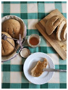 Εύκολο ζυμωτό ψωμί με αλεύρι ολικής άλεσης | mindspinfabrica Bread Cake, Peanut Butter, Recipes, Food, Essen, Meals, Ripped Recipes, Yemek, Eten
